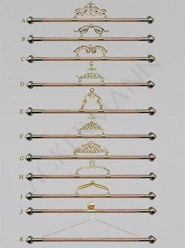 Appendiabiti in legno con finitura in ottone per striscioni
